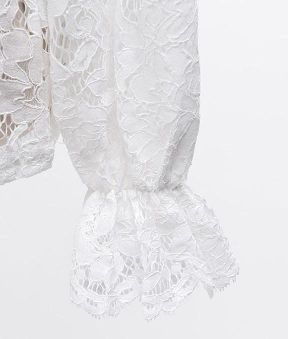 小高領簍空蕾絲澎澎袖上衣