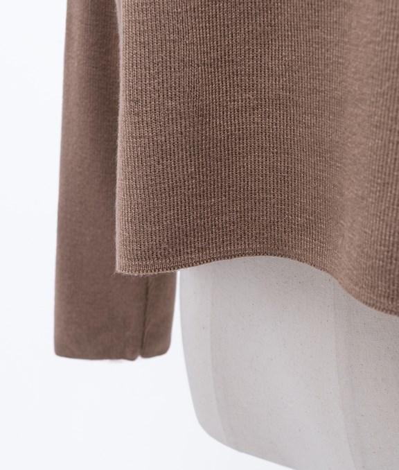 後背交疊設計針織上衣